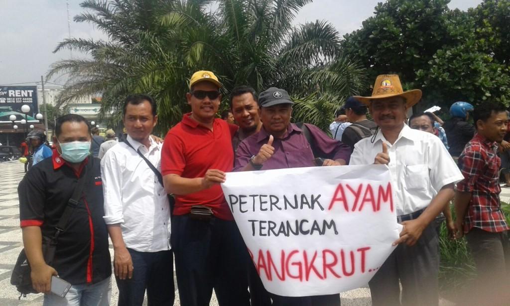 Demo Peternak Ayam Boyolali.Pinsar Indonesia