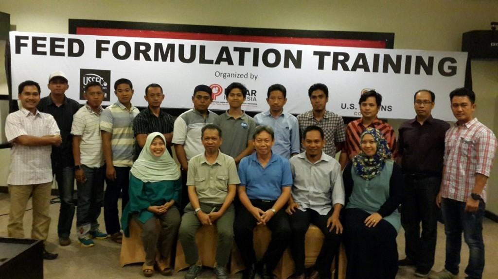 Ketua Pinsar Makasar H. Yusuf Mademain (Depan, kedua dari kiri)  berfoto bersama dengan peserta training lainnya